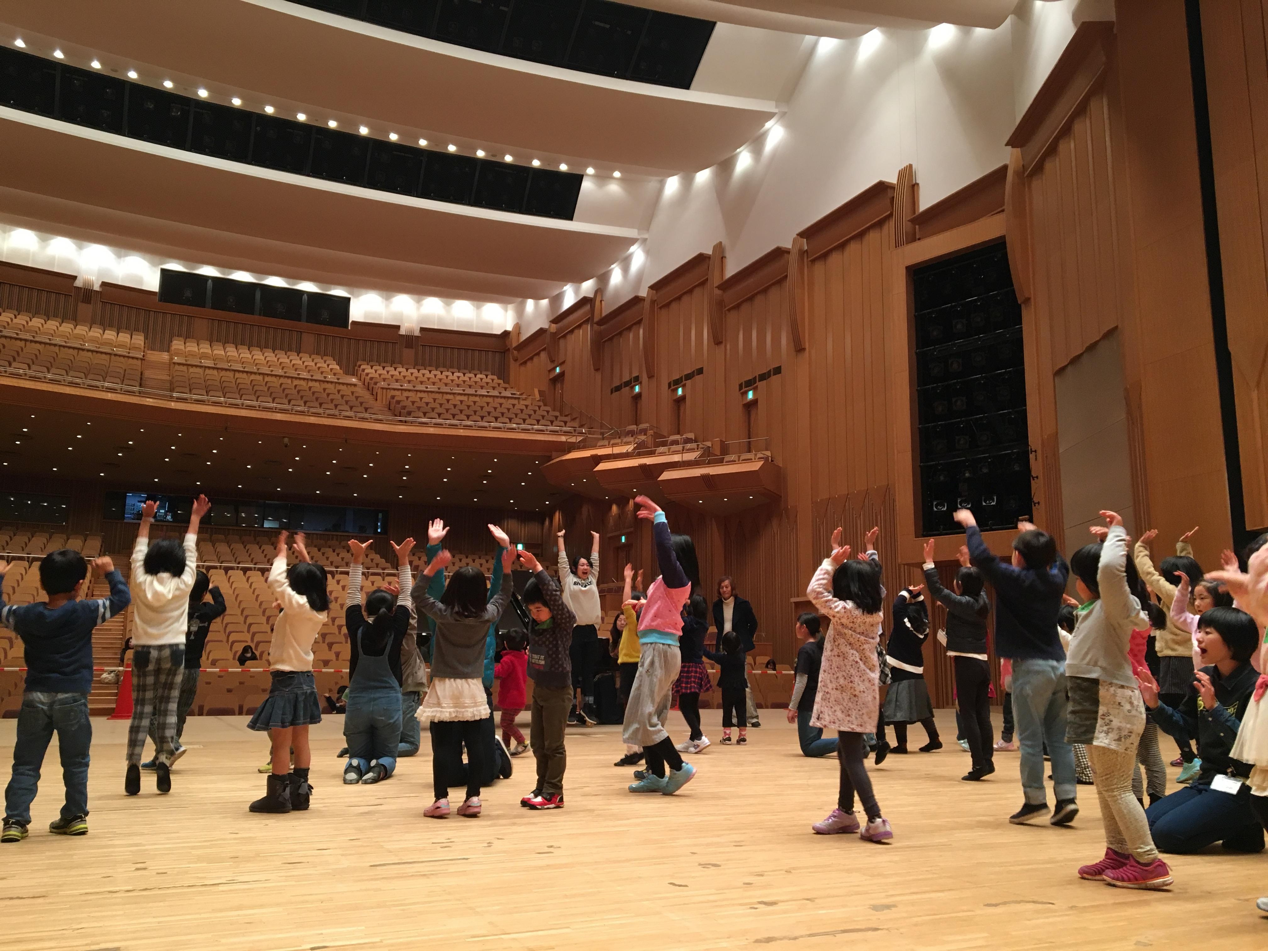 http://mj-hall.jp/performance/30utakurabu.JPG